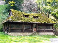 Old style Romanian building at Bran castle by Christfreak, via Flickr