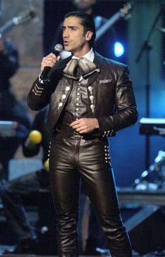 Alejandro Fernandez in leather.... my goodness.... I am melting!