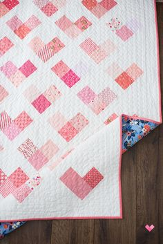 Quilty Hearts Quilt Pattern - A scrappy quilt - Quilty Love Quilt Baby, Baby Quilts To Make, Baby Girl Quilts, Girls Quilts, Scrappy Quilt Patterns, Heart Quilt Pattern, Quilt Blocks, Scrappy Quilts, Paper Quilt