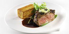Kunnon ulkofileepihvi, isoja ranskalaisia ja etanavoita. Hyvä ruoka, parempi mieli. Steak, Food, Essen, Steaks, Meals, Yemek, Eten