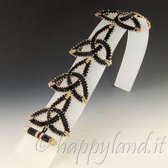 The joys of Happyland: Bracelet Celtic knots Seed Bead Jewelry, Wire Jewelry, Beaded Jewelry, Jewelery, Handmade Jewelry, Beaded Necklace, Jewelry Patterns, Bracelet Patterns, Seed Bead Flowers