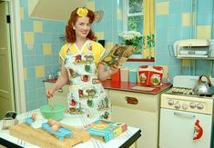 Modern Retro Housewife and Kitchen 1950s Housewife, Vintage Housewife, Vintage Love, Retro Vintage, Vintage Style, Retro Style, Vintage Inspired, Kitsch, Retro Fashion