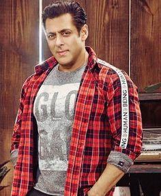 Raveena Tandon Hot, India Actor, Salman Khan Wallpapers, Famous Indian Actors, Salman Khan Photo, Francisco Lachowski, Actors Images, Varun Dhawan, Most Handsome Men