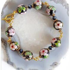 Claudine création bijoux fantaisie - Un grand marché Swarovski, Pandora Charms, Creations, Charmed, Bracelets, Boutique, Jewelry, Roses, Crystal