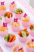 Vegetable sticks in muffin cases. A healthy and delicious idea for your next birthday Vegetable sticks in muffin cases. A healthy and delicious idea for your next birthday Birthday Party Snacks, Birthday Party Decorations Diy, Snacks Für Party, Diy Party, Baby Birthday, Tea Snacks, Birthday Brunch, Birthday Table, Decoration Party
