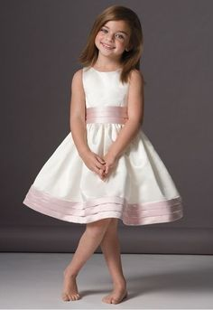 Vestido de fiesta para ni�a en saten duquesa bicolor.