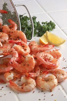 Serve 4 ounces steamed shrimp with 1 baked potato topped with 3 tablespoons salsa and 1 tablespoon fat-free sour cream; and 1 low-fat frozen fudge bar. 1200 Calorie Diet Plan, 200 Calorie Meals, Healthy Diet Plans, Diet Meal Plans, Healthy Eating, Healthy Choices, Meal Prep, Clean Eating, 1200 Calories