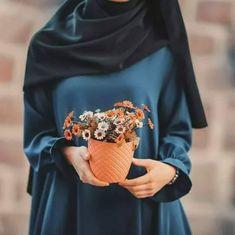 Image about photography in hijab fashion by Sara Hijab Niqab, Muslim Hijab, Hijab Chic, Niqab Fashion, Muslim Fashion, Modest Fashion, Hijabi Girl, Girl Hijab, Hijab Dress