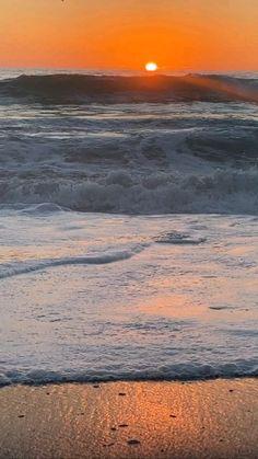 Beautiful Night Images, Beautiful Beach Pictures, Cool Pictures Of Nature, Beautiful Photos Of Nature, Beautiful Nature Wallpaper, Beautiful Sunrise, Amazing Nature, Beautiful Beaches, Beautiful Landscapes