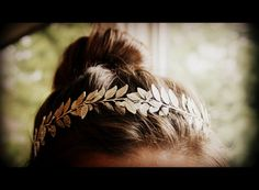 In the fall golden leaf hair accessories like this headband are so cute and romantic, they give off an Athena Greek goddess vibe while still remaining wearable and everyday