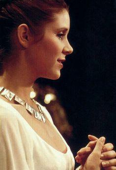 Carrie Fisher as Princess Leia in Star Wars: Episode IV - A New Hope - 1977 Star Wars Film, Star Wars Art, Star Trek, Anakin Skywalker, Harrison Ford, Carrie Frances Fisher, Merle Oberon, Leia Star Wars, Han And Leia