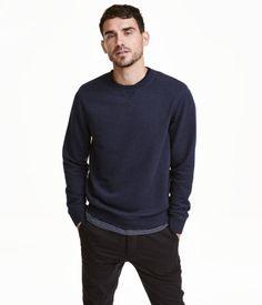 PRESTON : Medium Mørkeblåmeleret. Trøje i meleret sweatshirtkvalitet. Den har ribkant i halsudskæringen, nederst på ærmerne og forneden.