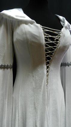 Replik des Kleides  Mutter Beichtvater  der beliebten TV-Serie  Legend Of The Seeker  Schönes langes Kleid mit sehr großer Kapuze über die Schultern,