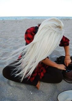 One day, I will try this hair color. Probably in the summer when I'm darkest for best contrast. Beach Hairstyles For Long Hair, Summer Hairstyles, Pretty Hairstyles, Blonde Hairstyles, Latest Hairstyles, Hairstyles Haircuts, White Blonde Hair, Bleach Blonde Hair, Icy Blonde