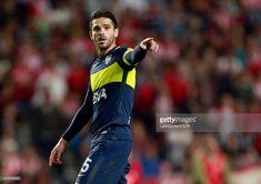 Fernando Gago of Boca Juniors signals during a match between Estudiantes and Boca Juniors as part of Torneo Primera Division 2016/17 at Ciudad de La Plata Stadium on May 06, 2017 in La Plata, Argentina.