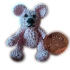 I'm on a bear mission.....This free itsy bitsy crochet bear pattern is not much bigger than a penny but I bet he has a heart as big as the moon. He stole mine when I found him...and I'm keepin' him! ¯\_(ツ)_/¯