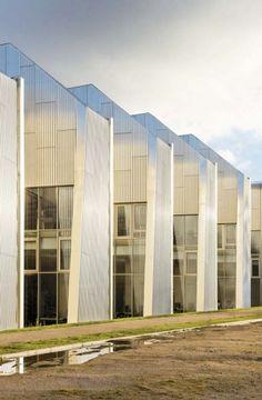 Bibliothèque universitaire de Saint Quentin en Yvelines_Badia Berger_Livraison janvier 2013_Béton revêtu de bardage aluminium anodisé teinte nickel
