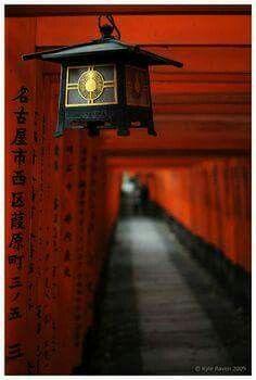 Fushimi Inari Taisha/Shrine (伏見稲荷大社), Kyoto (京都市), Japan (日本) (©Kyle Raven (escape-is-at-hand) via deviantART) Japanese Culture, Japanese Art, Japanese Geisha, Japanese Temple, Japanese Interior, Japanese Kimono, Japanese Style, Japan Kultur, Art Occidental