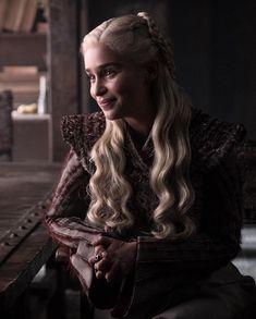 Daenerys from Game of Thrones Season 8 Photos: Farewell to Westeros Emilia Clarke as Daenerys Targaryen. Game Of Thrones Wiki, Arte Game Of Thrones, Game Of Thrones Facts, Game Of Thrones Funny, Game Of Thrones Characters, Daenerys And Jon, Emilia Clarke Daenerys Targaryen, Game Of Throne Daenerys, Khaleesi
