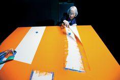 Een kunstenaar wordt honderd jaar,Carmen Herrera op 99-jarige leeftijd in haar studio.