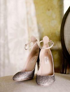 Son pocos los diseños de zapatos que puedan competir contra la dulzura de los Valentino Tango, sus formas redondeadas y la brillantina que los rec...