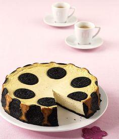 Oreo-Cheesecake: Die dunklen Schokokekse schmecken toll im cremigen Cheesecake.