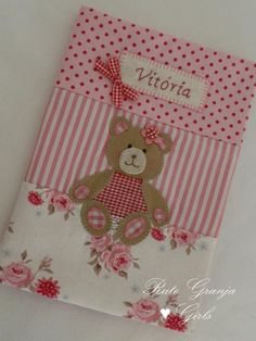 Rute Granja® Artesã ♥ - Love the teddy bear! Felt Crafts, Diy And Crafts, Paper Crafts, Sewing Crafts, Sewing Projects, Projects To Try, Kids Cards, Baby Cards, Fabric Book Covers