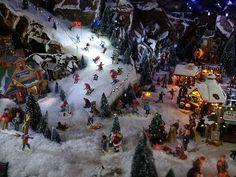 Great set up - ski slope Christmas Tree Yard, Christmas Village Display, Christmas Gifts To Make, Christmas Train, Christmas Party Games, Christmas Villages, Outdoor Christmas, Christmas Decorations, Hanukkah Gifts