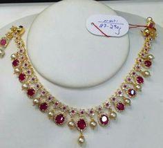 Gold Chain Design, Gold Jewellery Design, Bead Jewellery, Beaded Jewelry, Short Necklace, Gold Necklace, Gold Jewelry Simple, Gold Earrings Designs, Emeralds