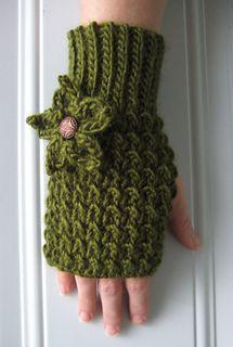 Mossymittmodeledforbernat_small2, free crochet pattern