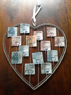 Idee om geld op een leuke manier te geven. => theezakjes of foto's doen het ook leuk! :)