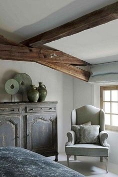 Décor de Provence: The Holidays Are Here! Beautiful Space, Beautiful Homes, Painted Furniture, Home Furniture, Interior Exterior, Interior Design, Interior Architecture, French Country Style, Belgian Style
