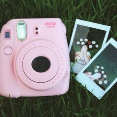 The art of the instant camera has managed to survive due to polaroid cameras. Polaroid Camera Pictures, Poloroid Camera, Polaroid Foto, Polaroid Instax, Fujifilm Instax Mini, Instax Mini Camera, Instax Mini 8, Flower Yellow, Tumblr Photography