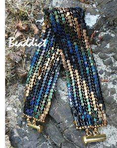 Triangle beads bracelet. Designed and beaded by Beaddict. Triangle seed beads, flat herringbone.