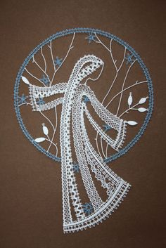 Image Doily Art, Lace Art, Lace Painting, Bobbin Lace Patterns, Lacemaking, Point Lace, Lace Jewelry, Needle Lace, Paper Quilling