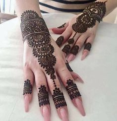 As the time evolved mehndi designs also evolved. Now, women can never think of any occasion without mehndi. Let's check some Karva Chauth mehndi designs. Henna Hand Designs, Eid Mehndi Designs, Mehndi Designs Finger, Modern Henna Designs, Mehndi Designs For Beginners, Mehndi Designs For Girls, Bridal Henna Designs, Mehndi Design Photos, Mehndi Designs For Fingers