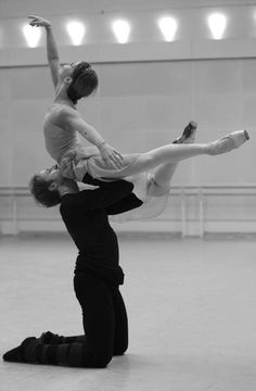 juliettepirouette:  prosthetic-dance:  Evgenia Obraztsova and Steven McRae rehearsing Romeo  Juliet  Beautiful!!!