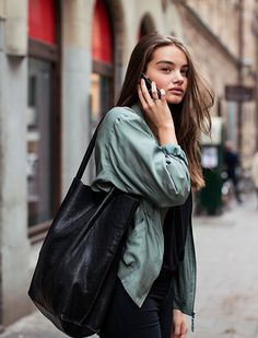 The Classy Issue Nyfw Street Style, Model Street Style, Coco Chanel, Models Off Duty, Cute Girl Outfits, Elegant Outfit, Looks Style, Fashion Outfits, Womens Fashion