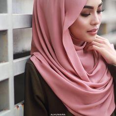 "421 Likes, 9 Comments - Malaysia's Best Hijab Brand (@alhumairacontemporary) on Instagram: ""Kualiti fabrik Poly-Georgette Chiffon untuk Basic Deluxe Plain Shawl ini adalah pilihan yang tepat…"""