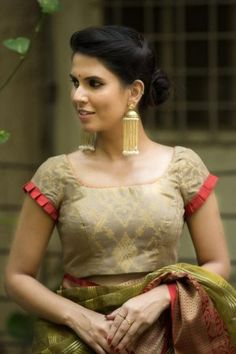 Latest simple blouse sleeve design - The handmade craft Best Blouse Designs, Simple Blouse Designs, Stylish Blouse Design, Sari Blouse Designs, Designer Blouse Patterns, Bridal Blouse Designs, Blouse Styles, Blouse Models, Fancy Sarees
