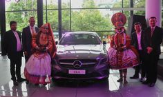 L-R – Mohammed Muneer, Director, Bridgeway Motors, Eberhard Kern, Managing Director & CEO, Mercedes-Benz India, Ajmal Abdul Wahab, Managing Director, Bridgeway Motors and Boris Fitz,Vice-President, Sales & Network Development, Mercedes-Benz India with Kathakali performers at the inauguration of the new Mercedes-Benz dealership in Calicut