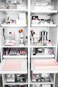 13 Fun DIY Makeup Organizer Ideas For Proper Storage #Bedroom #OnABudget #DIYMakeupRoom #BeautyStorage #Bedroom #MakeupRoomIdeas #Bedroom #OnABudget #BeautyStorage