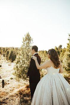 Wedding First Look, Dream Wedding, Lavender Wedding Dress, Wedding Planer, Christmas Tree Farm, New York Wedding, Wedding Trends, Wedding Ideas, Bridal Headpieces