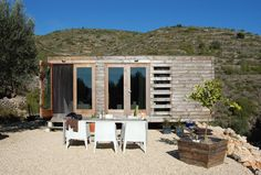 Personally, at the right location I would be delighted to live here!!  Architect Daniel Martí i Pérez of DMP Arquitectura collaborated with designers Jurgen Van Weereld and Karin Giesberts to produce this small prefab house in the province of Alicante, Spain. Not only...
