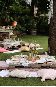 Lovely Boho themed outdoor party - See more amazing party trends for 2016 at B. Lovely Boho themed outdoor party - See more amazing party trends for 2016 at B. Boho Garden Party, Bohemian Party, Garden Picnic, Garden Decoration Party, Kids Boho Party, Boho Hen Party, Festival Garden Party, Cocktail Garden Party, Rustic Tea Party