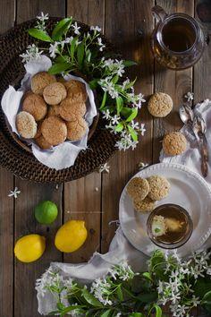 Scones al cocco e tè al lime e gelsomino