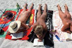 Sommerziele: Weniger ist mehr - das sind die schönsten Nacktbadestrände und FKK-Hotspots Hot, Berlin, Germany, Wrestling, Culture, Sports, Beautiful Women, Baltic Sea, Naked