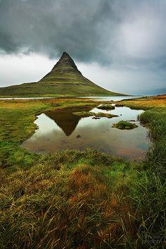 Monte Montaña Kirkjufell Iglesia, en Grundarfjordur, Snaefellsnes, W-Islandia.