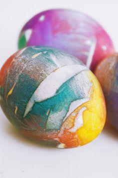 basteln malen Kuchen backen: Ostereier färben mit Krepp