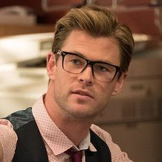 Chris Hemsworth Goes Full Geek In First 'Ghostbusters' Character Photo